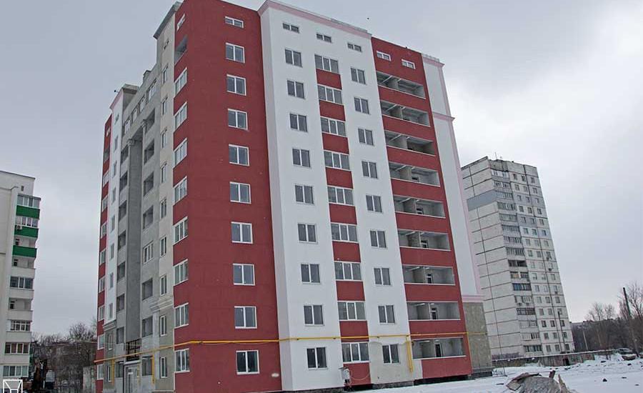 На строительной площадке ЖК «Александровский» идут клининговые работы